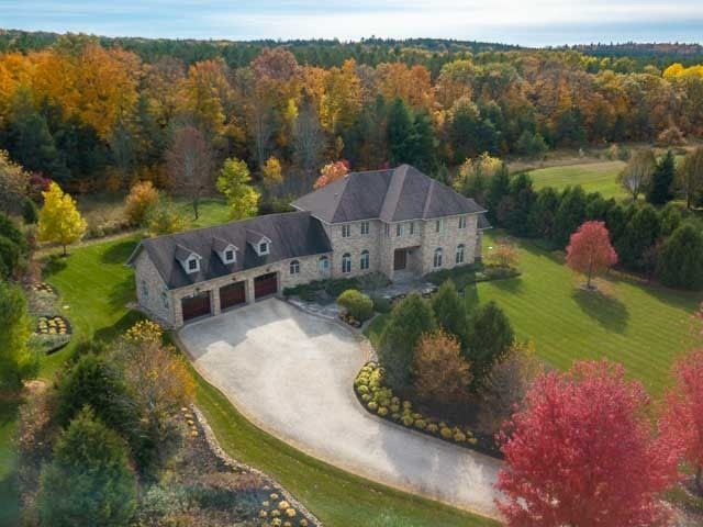 JUST LISTED! 8 ROLLING MEADOWS RD